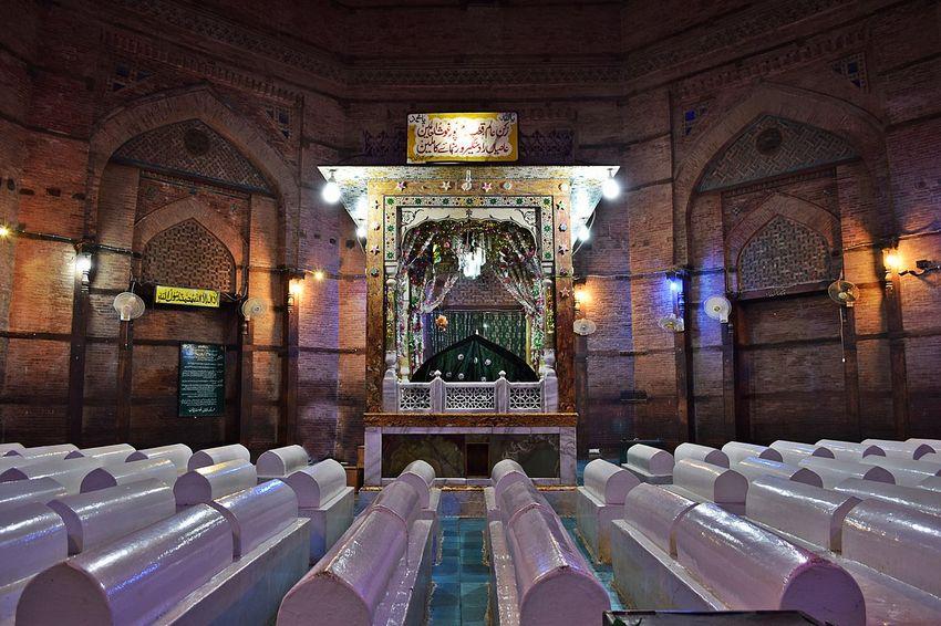 حضرت ابو الفتح شاہ رُکنُ الدین والعالَم سُہروردی علیہ رحمۃ اللہ القَوی ۔ امیج نمبر 4