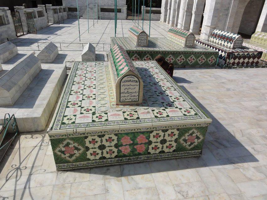 مزار شریف حضرت خواجہ حاجی دوست محمد خان قندھاری مُجدّدی ۔ امیج نمبر 3