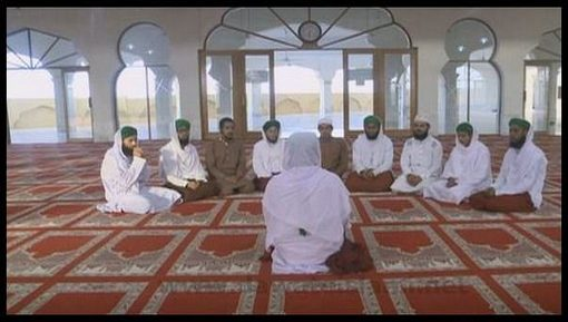 Libas Pehnnay Ki Sunnatain Aur Adab