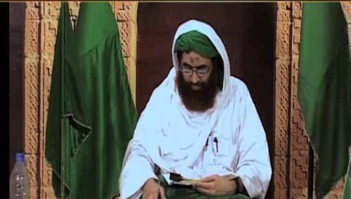 Namaz Main Dekh Kar Quran Parhna