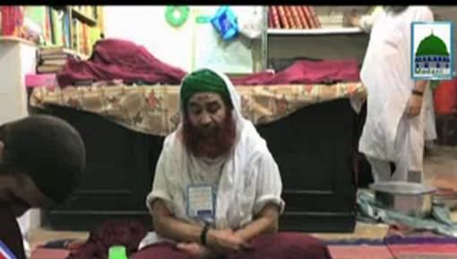 Sayyidi Qutb e Madina Kay Liye Ameer e Ahlesunnat Esal e Sawab Kartay Huye