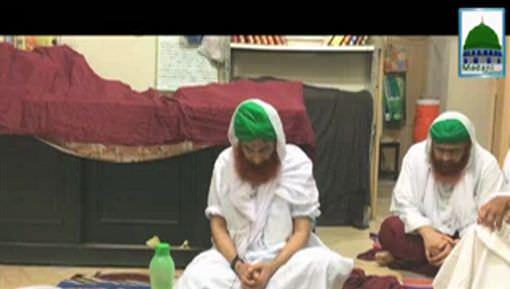 Ameer e Ahlesunnat Apnay Walid Sahib Kay Liye Fatiha Kartay Huye