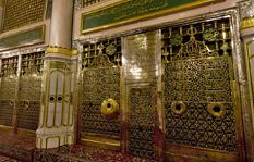 Visiting the Blessed Shrine of the Holy Nabi صلی اللہ تعالی علیہ وسلم